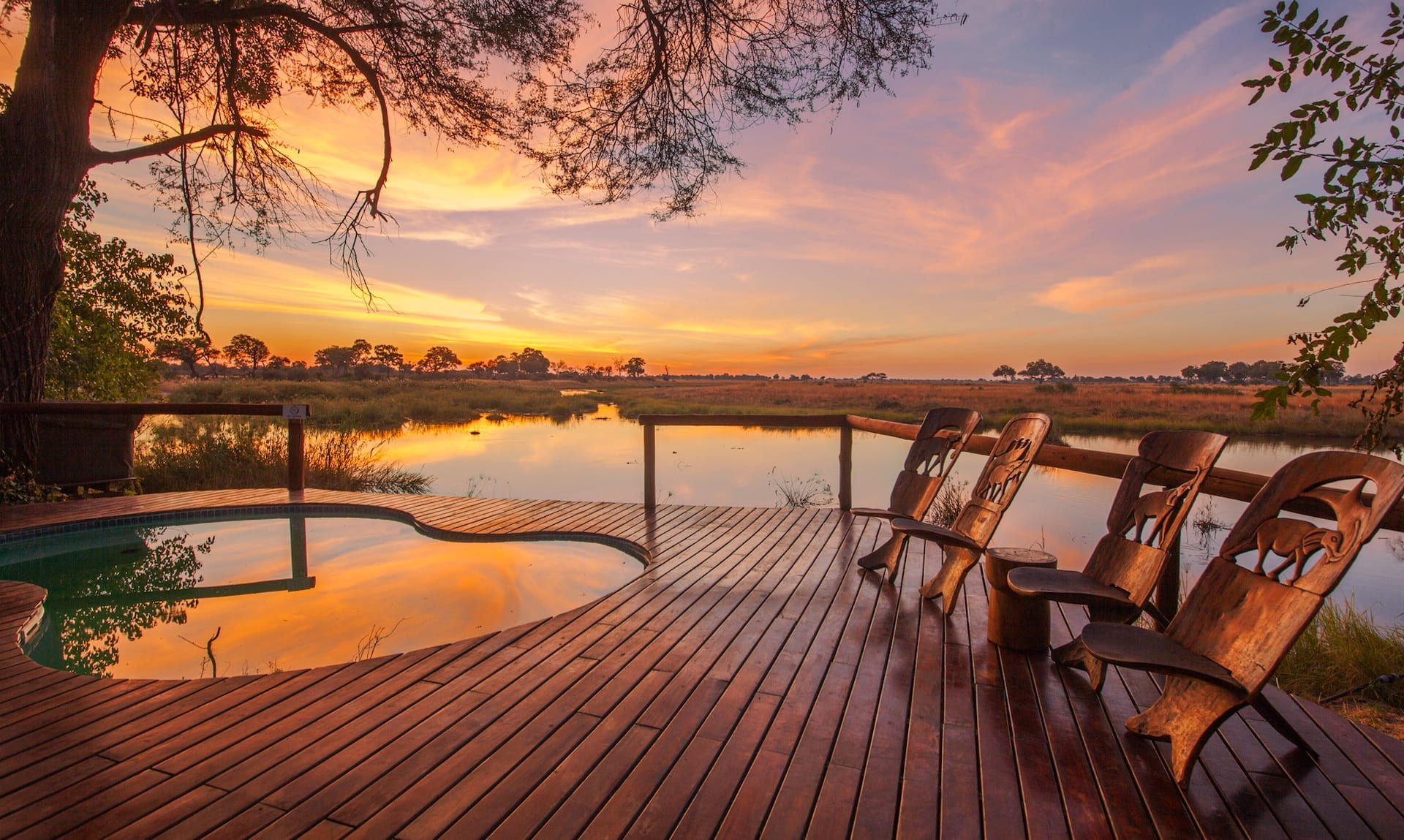 ALGEMEEN 3 - kwando_lagoon_sunset_by_pool - BW 2