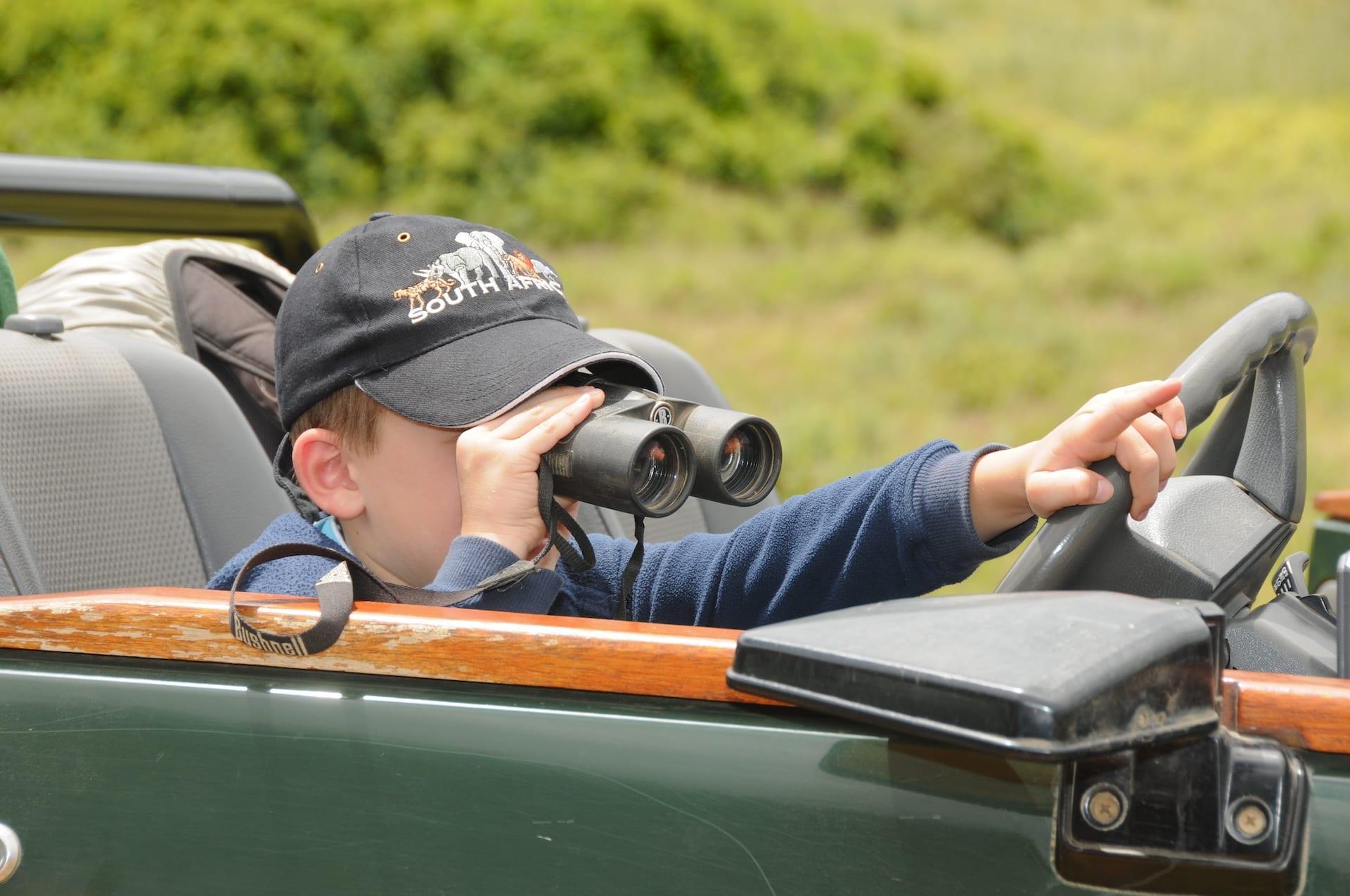 # FOTO - ZA - Kariega - kind met verrekijker - 2011