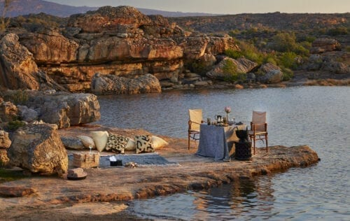 # KOPFOTO - Bushmans Kloof lakeside cocktail hour.Bushmans Kloof Picnic Experience kopie