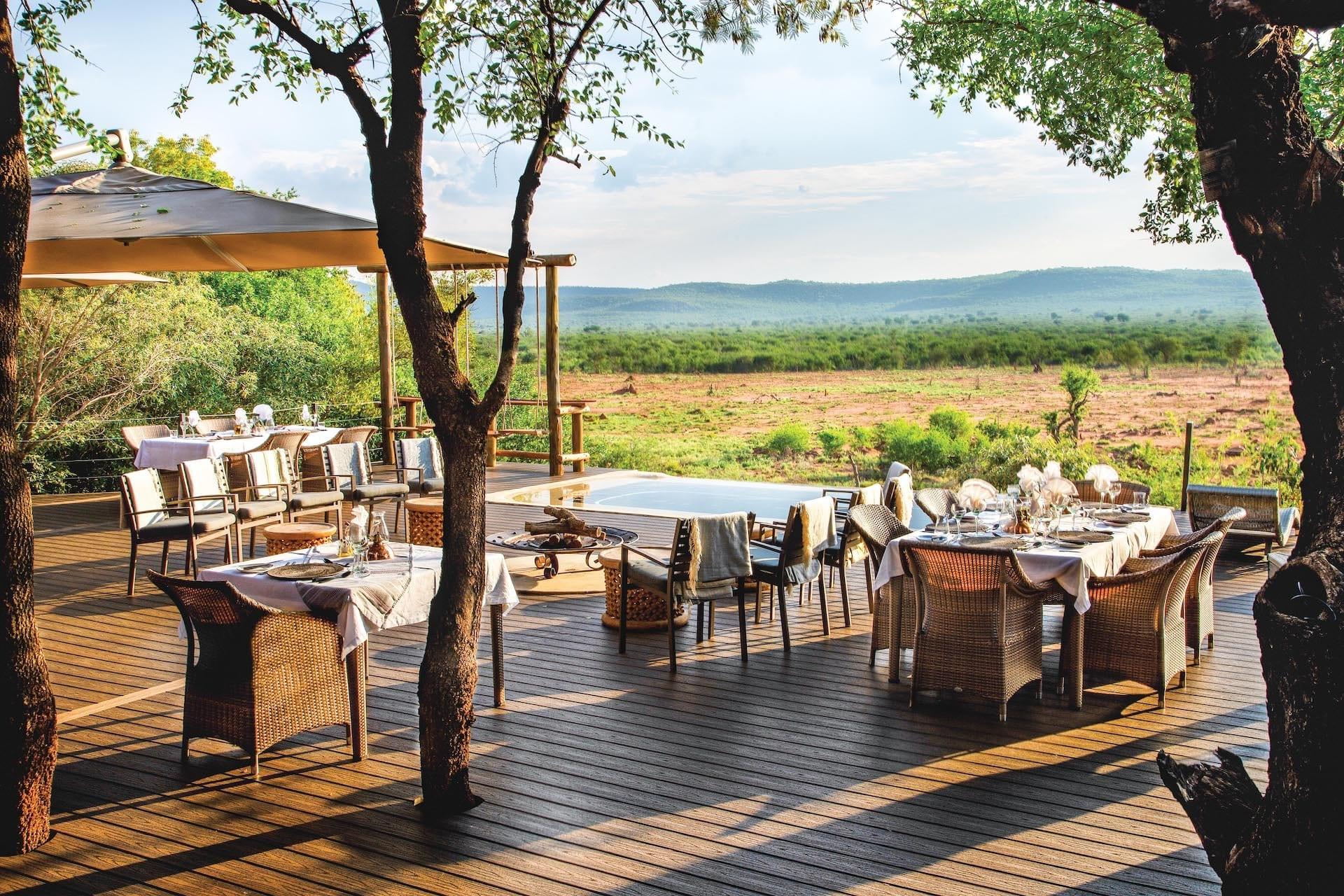 # ZA 19 - Madikwe Hills - mh_main_deck_02_gerrie-janse_van-vuuren