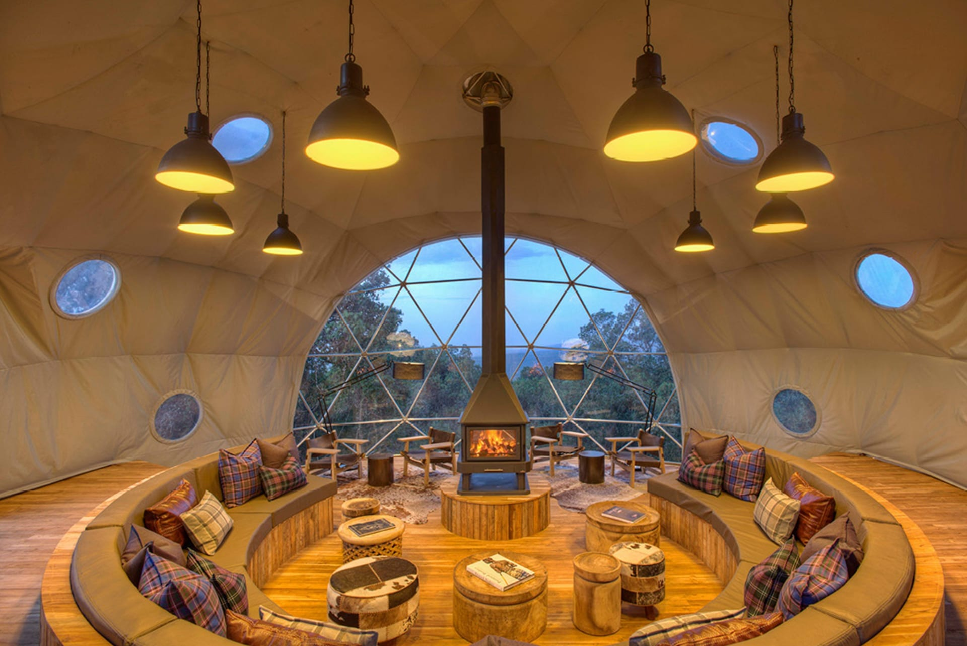 TZ 2 - the_highlands_-_lounge_dome_interior1